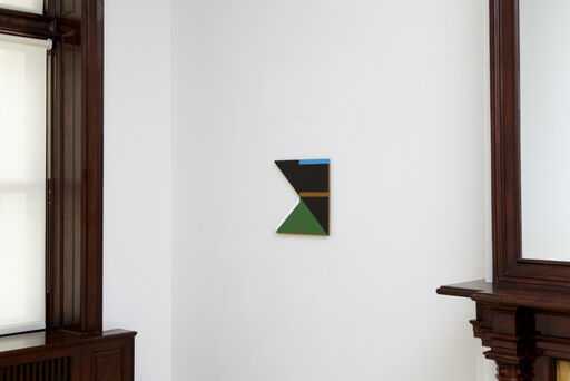 An installation view of a small Tony Delap painting titled Haunto.