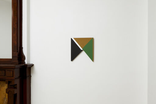 An installation view of a small Tony Delap painting titled Geometrik.