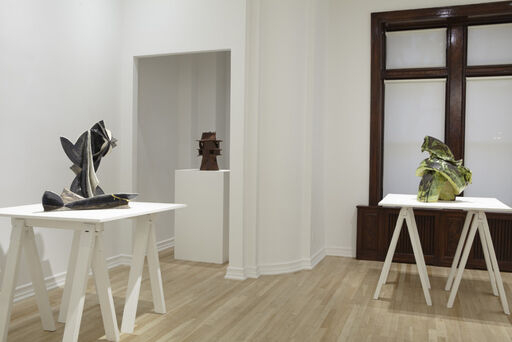 An installation view of three large ceramic sculptures, including Andrew Lord's Jug and Dish in Electric Light, Curves/Inside Out, Peter Voulkos' Vase/Jar, and Lynda Benglis's Metal Mean Green.